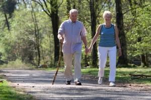 Caminar ayuda a mantener el equilibrio.